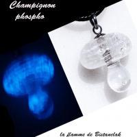 Pendentif champignon en verre file blanc phosphorescent