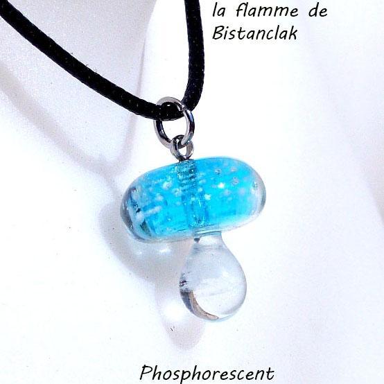 Pendentif champignon en verre file turquoise phosphorescent