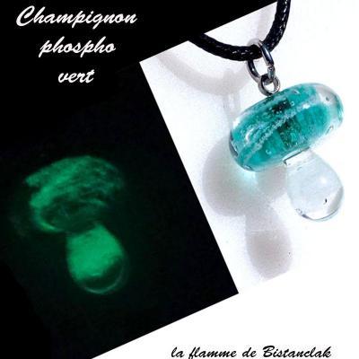 Collier pendentif champignon bleu canard phosphorescent vert