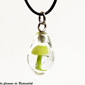 Pendentif champignon vert pale