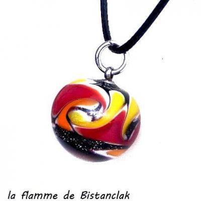 Pendentif perle de verre filé jaune et rouge