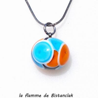 Perle de verre filé orange et bleu sur chaine serpent