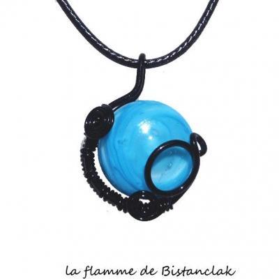 pendentif cabochon verre filé bleu ciel tressé noir