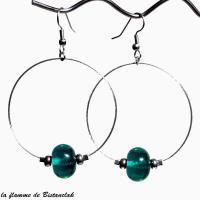 Perle de verre bleu canard transparent sur boucles creoles vendues en ligne