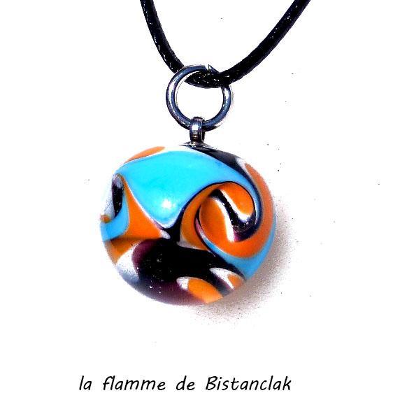 Perle de verre ronde coloree orange et bleu