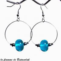 Perle de verre turquoise transparent sur boucles creoles vendues en ligne
