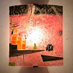 applique murale rouge et noir décor géométrique