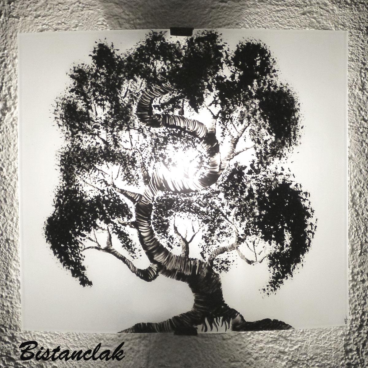 Vente en ligne de l applique demi cylindre blanche au dessin d un arbre bonsai un luminaire artisanal eclairant et epure