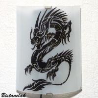 Vente en ligne de l applique artisanale blanche à motif dragon noir
