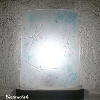 Vente en ligne de la lampe a poser blanche turquoise et mauve motif fleur d hiver une creation artisanale francaise par bistanclak