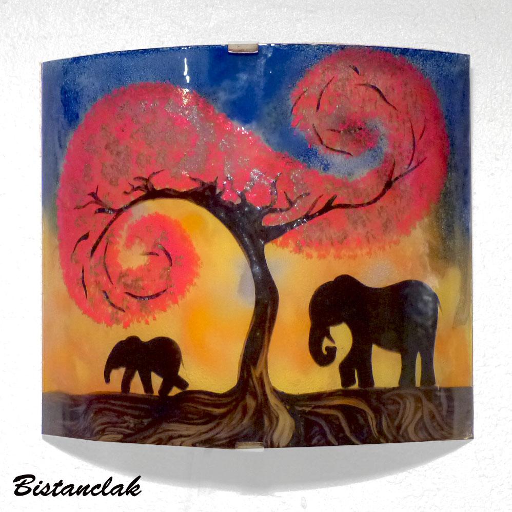Vente en ligne de la lampe applique elephant jaune orange et bleu motif elephant