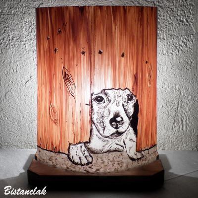 Lampe décorative au dessin d'un chiot sous la barrière