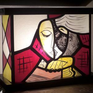 Vente en ligne de la lampe tableau vitrail lumineux motif abstrait la liseuse jaune et rouge