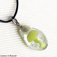 Vente en ligne du pendentif en verre file en forme de goutte inclusion champignon vert