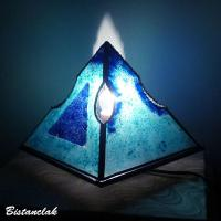 Vente en ligne luminaire artisanal pyramide bleu